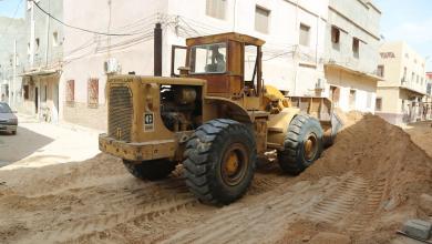 صورة بلدية أبوسليم تستأنف أعمال الرصف والبنية التحتية للطرق الرئيسية