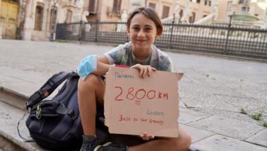 صورة طفل يقطع 2800 كلم سيراً على الأقدام لمقابلة جدته (صور)