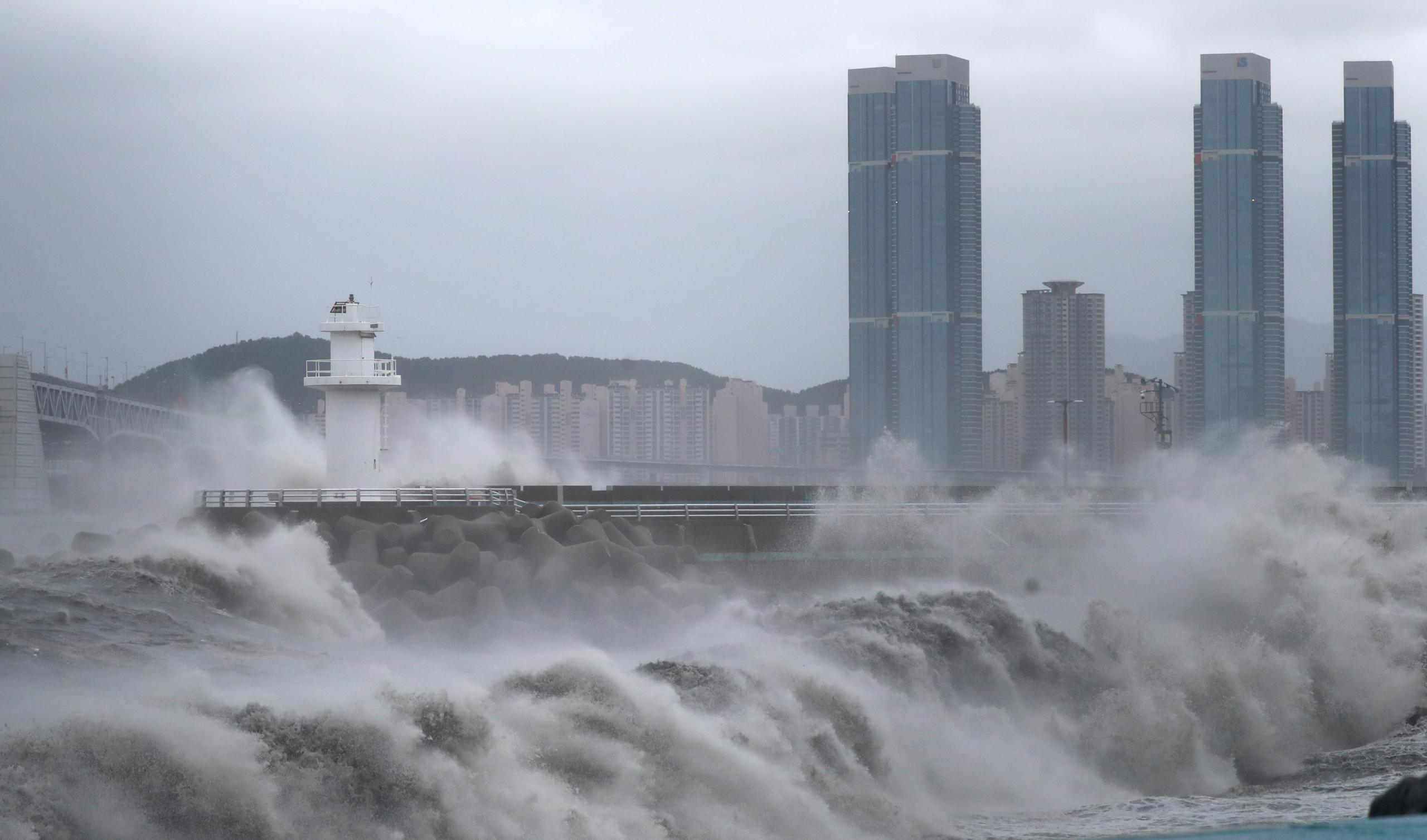 """إعصار """"هايشن"""" ضرب اليابان وفي طريقه لكوريا ج"""