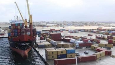 صورة وصول شحنة غاز طهي وأسمنت إلى ميناء بنغازي