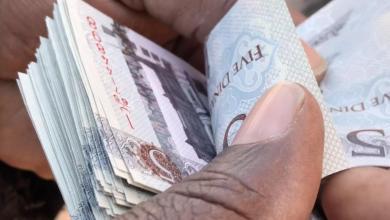 """صورة """"النفط"""" يقفز بقيمة الدينار الليبي في السوق السوداء"""