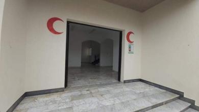 صورة بلدية أبوسليم تبدأ في تجهيز وتركيب الأسرّة بمجمع السلام