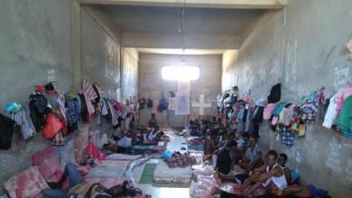 صورة مفوضية اللاجئين تُفرج عن 141 لاجئا من مركز إيواء سوق الخميس