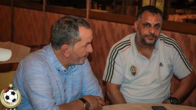 صورة لقاء رئيس الاتحاد الليبي لكرة القدم بالجهاز الفنى لمنتخب الناشئين