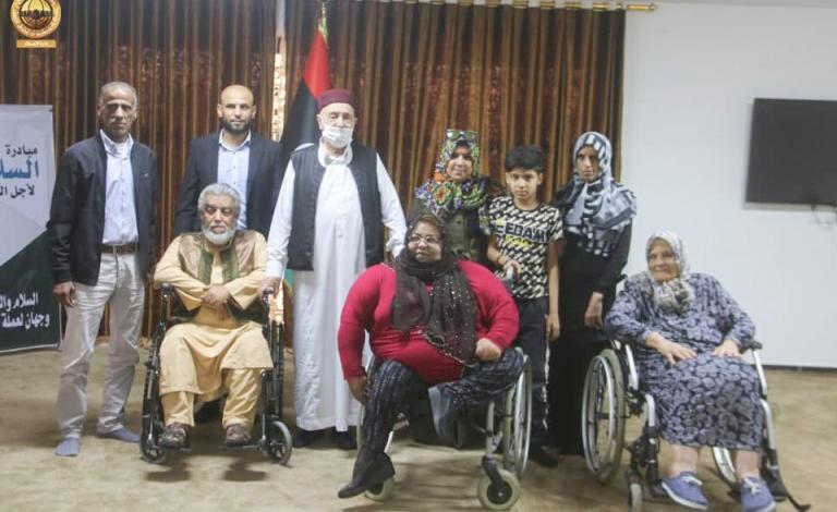 """صورة لقاء """"عقيلة صالح"""" بذوي الاحتياجات الخاصة ومجلس """"القبة- الأبرق- القيقب"""""""