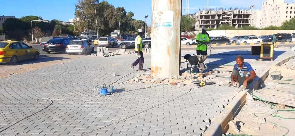 بلدية أبوسليم تواصل تنفيذ مشروع تجديد وتحديث الطرق