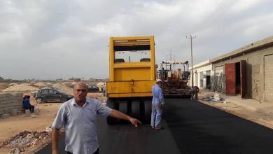 بنغازي.. أعمال رصف الطرقات تصل إلى منطقة بوعطني