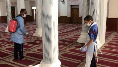 صورة بعد قرار فتحها.. متطوعون يُعقمّون مساجد غدامس