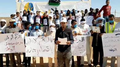 صورة طوارق في سبها يطالبون بأرقام وطنية