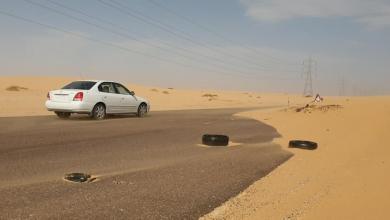 صورة الرمال المتحركة تُهدد حياة سالكي طريق سبها براك
