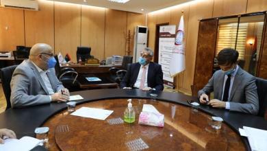 سفير إيطاليا لدى ليبيا جوزيبي بوتشينو يؤكد لمدير المركز الوطني بدر الدين النجار دعم الحكومة لايطاليا لمكافحة جائحة كورونا في ليبيا خاصةً في المنطقة الجنوبية