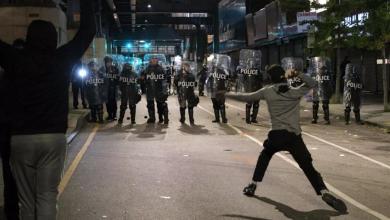 """صورة """"عنف ونهب"""" في فيلادلفيا.. والسلطات تعلن الطوارئ"""