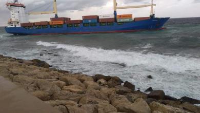 صورة مصدر لـ218: بدء التحقيق بحادثة جنوح السفينة بميناء طرابلس
