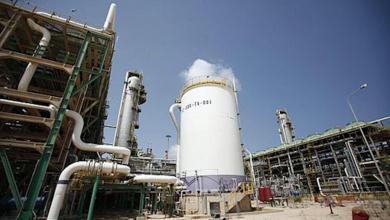 صورة الاستعداد لتصدير 25 ألف طن من الزيت الثقيل عبر ميناء طبرق