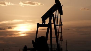 """صورة النفط يهبط عالميًا.. وإنتاج ليبيا """"يزيد الضغط"""""""