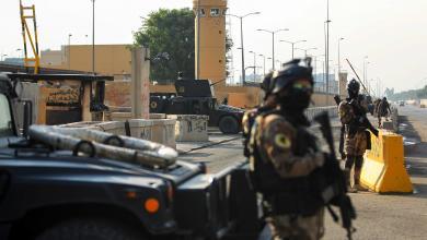 """صورة استهداف قاعدة فيكتوريا الأميركية في بغداد بصواريخ """"كاتيوشا"""""""