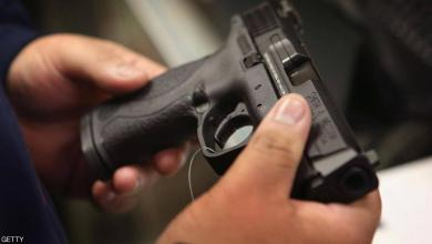 صورة حادثة مؤسفة.. طفلة تقتل والدها أثناء لعبها بالمسدس