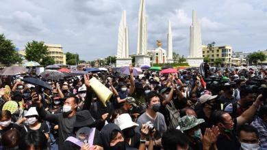 """صورة تايلاند.. """"مسيرة مضادة"""" تندد بدعوات تغيير النظام الملكي"""