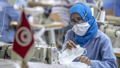 تونس تحظر التجمعات وتقلص ساعات العمل ضمن تجديد قيود كورونا