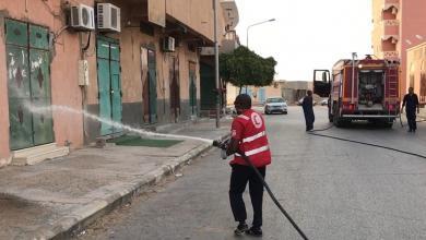 صورة متطوعو الهلال الأحمر يُعقّمون شوارع غدامس
