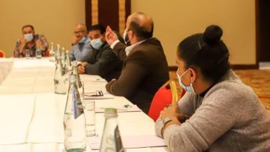 صورة وزير خارجية الحكومة الليبية يلتقي أفراد الجالية في مالطا