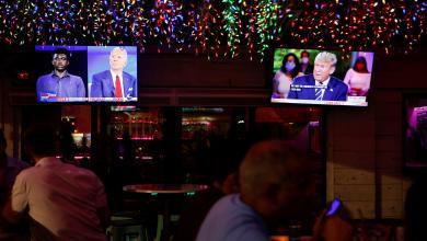 """صورة تبادل الانتقادات بين """"بايدن""""و""""ترامب"""" إزاء التعامل مع كورونا"""