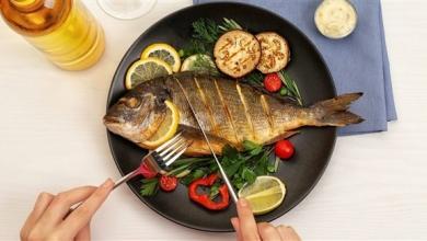 صورة الأسماك النيئة والمدخنة خطرة على هذه الفئات