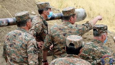 """صورة لإصابته بجروح.. إقالة قائد جيش """"قره باغ"""" من منصبه كوزير دفاع"""