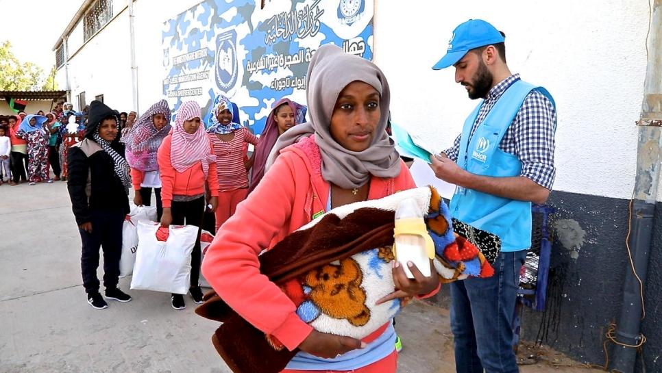 """عملية إجلاء مهاجرين من ليبيا -""""أرشيفية"""""""