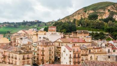 صورة بلدة إيطالية تعرض منازلها للبيع بأسعارٍ تبدأ من يورو
