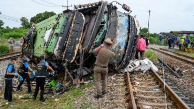 صورة تايلاند.. مقتل 20 وإصابة العشرات بتصادم حافلة وقطار