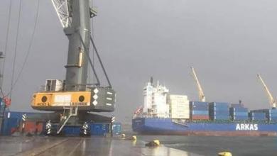 """صورة """"العاصفة"""" توقع خسائر مادية شملت طائرات وسفناً"""