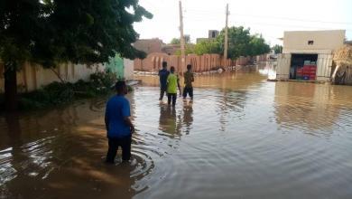 """صورة الصليب والهلال الأحمر يصف آثار الفيضانات في السودان بـ""""المخيفة"""""""