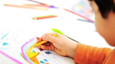 صورة لم تتخيليها.. تعرّفي على أهمية تلوين الرسوم في حياة طفلك