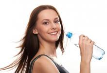 صورة لائحة طعام يومية تمنع احتباس الماء في جسمك.. تعرّفي عليها