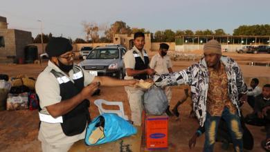 مركز الكفرة يُرحل 80 مهاجراً غير قانوني إلى دولة السودان