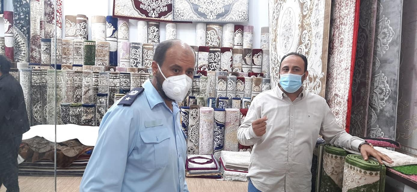 طرابلس.. الحرس البلدي بوسليم يقف على التزام أصحاب المحلات بالسوق المسقوف بإجراءات الوقاية من فيروس كورونا