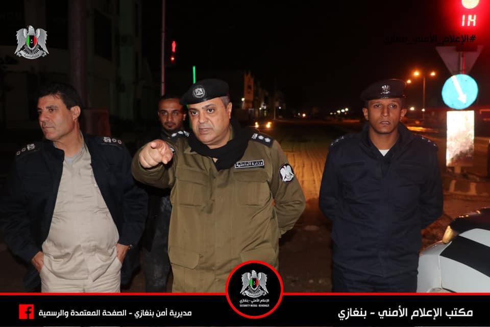 العقيد ونيس شكري مدير أمن بنغازي ومعاونوه في جولة على مراكز شرطة المدينة