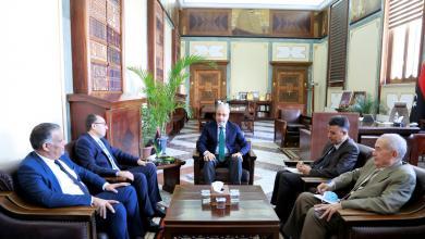 محافظ مصرف ليبيا المركزي يلتقي السفير التونسي يرافقه القنصل العام التونسي لدى ليبيا