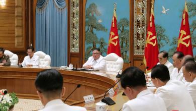 """زعيم كوريا الشمالية كيم جونغ أون في اجتماع مع كبار مستشاريه - """"أرشيفية"""""""